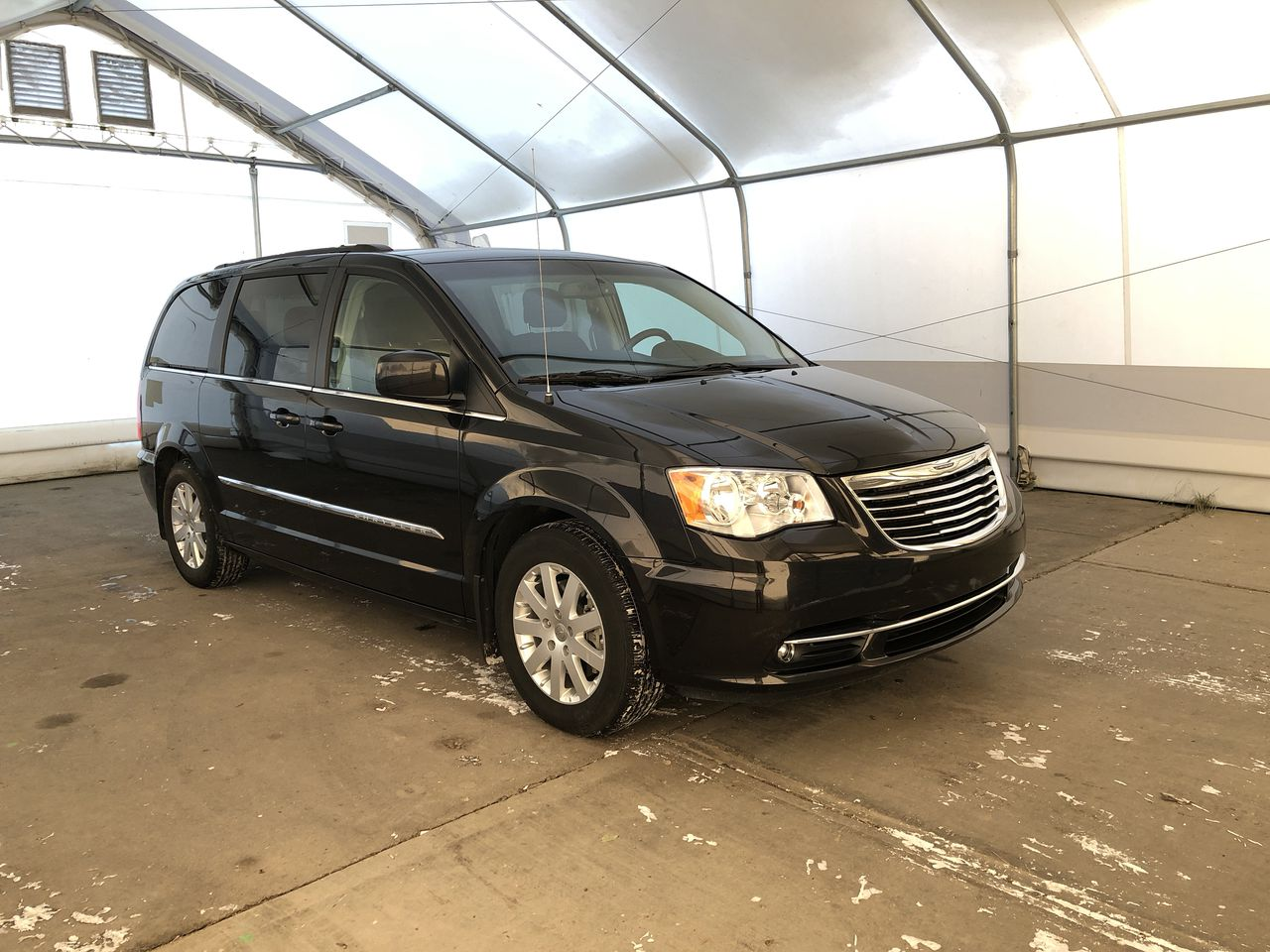 2015 Chrysler Town & Country Touring (N6671B) Main Image